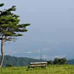 山頂には絶景のベンチ 水石山「合戸」