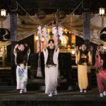 温泉神社ライトアップ フラ女将らもダンスを披露